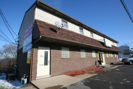 RETAIL BUILDING FOR SALE NEAR PITTSBURGH INTERNATIONAL AIRPORT