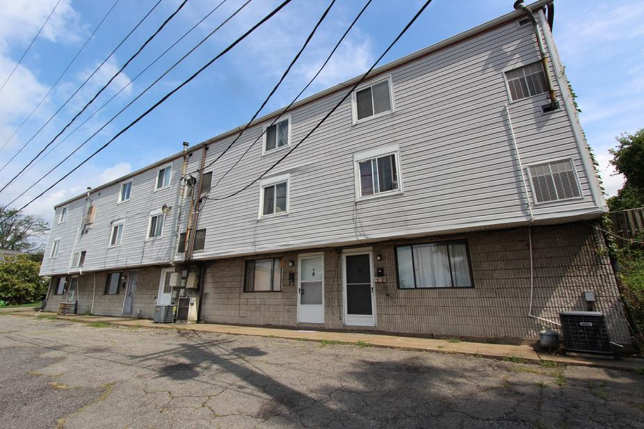 17 UNIT APARTMENT BUILDING FOR SALE NEAR PITTSBURGH PA