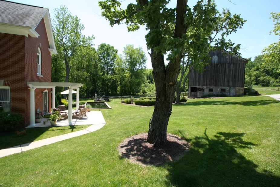 30 ACRE LUXURY FARM HOUSE WITH LARGE BARN & GUEST HOME