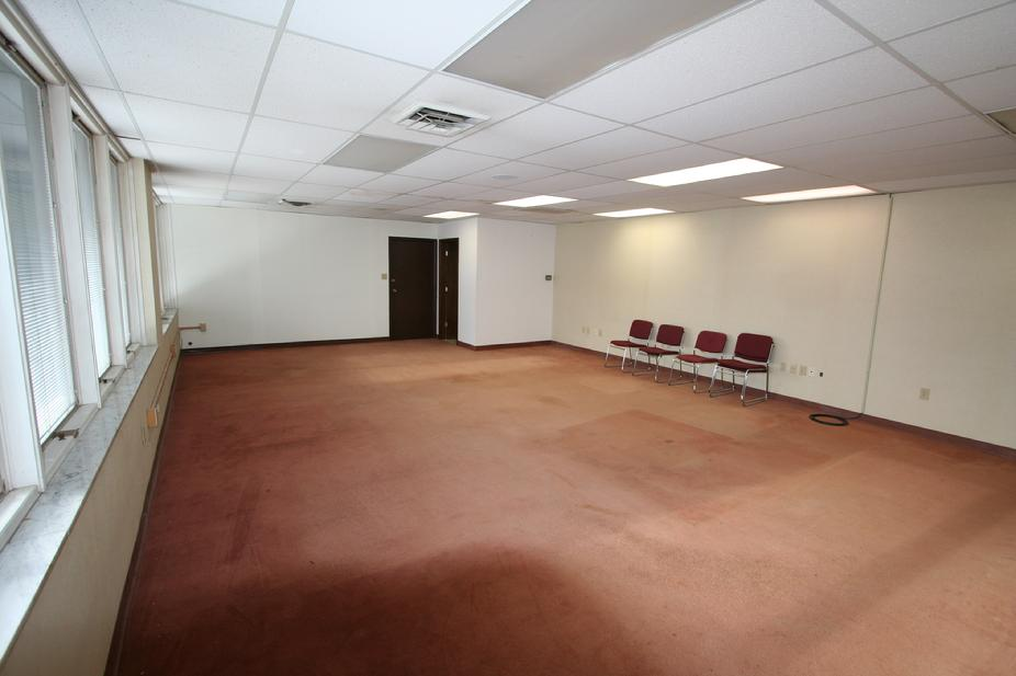 950 SF OFFICE SPACE FOR RENT PITTSBURGH PA KENNEDY TWP